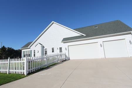 Charming large house in Neenah - House