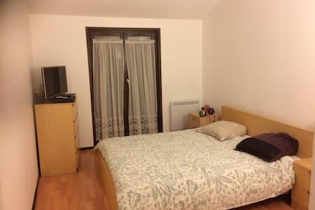 chambre tout confort avec salle de bain wc privée - Meyzieu