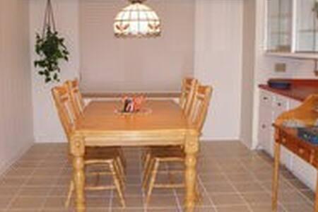 Cozy Rectangular Room in Wauwatosa - Wauwatosa - House