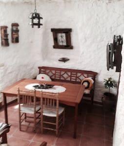Casa cueva el romeral toledo - Cova