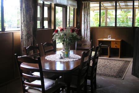 Private 2 b'room Cabin near Noosa - Verrierdale
