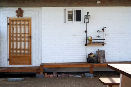 Jeonju Hanok Village house clean an - Bed & Breakfast