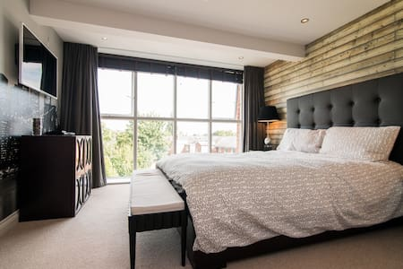Quiet Modern En-Suite near Ormskirk/Liverpool - Apartment