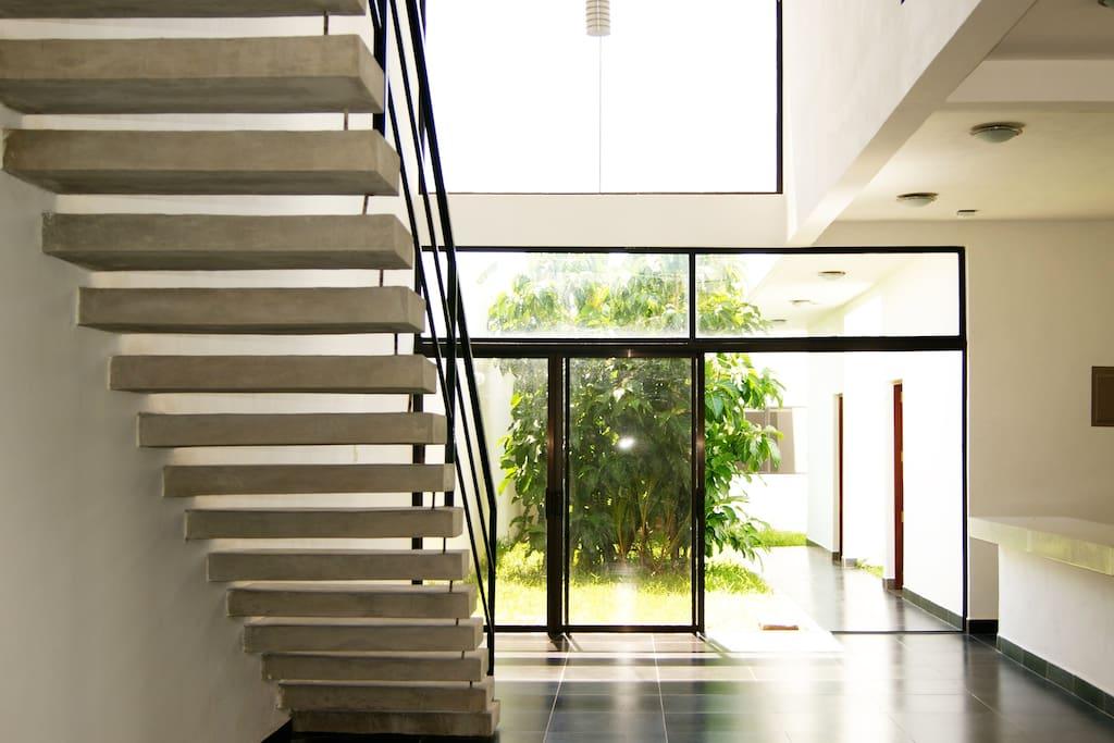 Bella casa moderna granada casas en alquiler en granada for Casas modernas granada