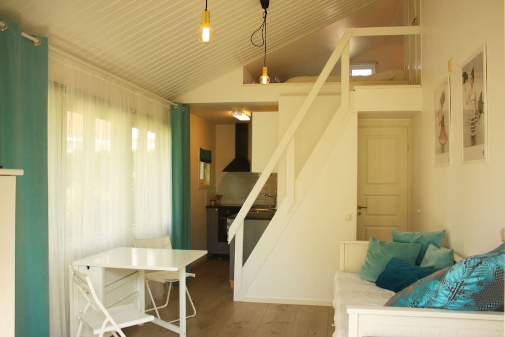 Overview of the guesthouse with sleeping attic, bathroom, kitchen and living room.