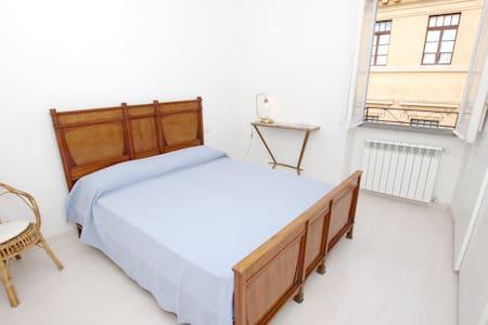 Rione Monti Sforza Guest House Roma