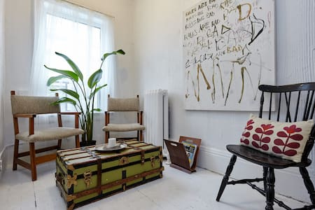 Room in the Art + Design District - Toronto - Apartment