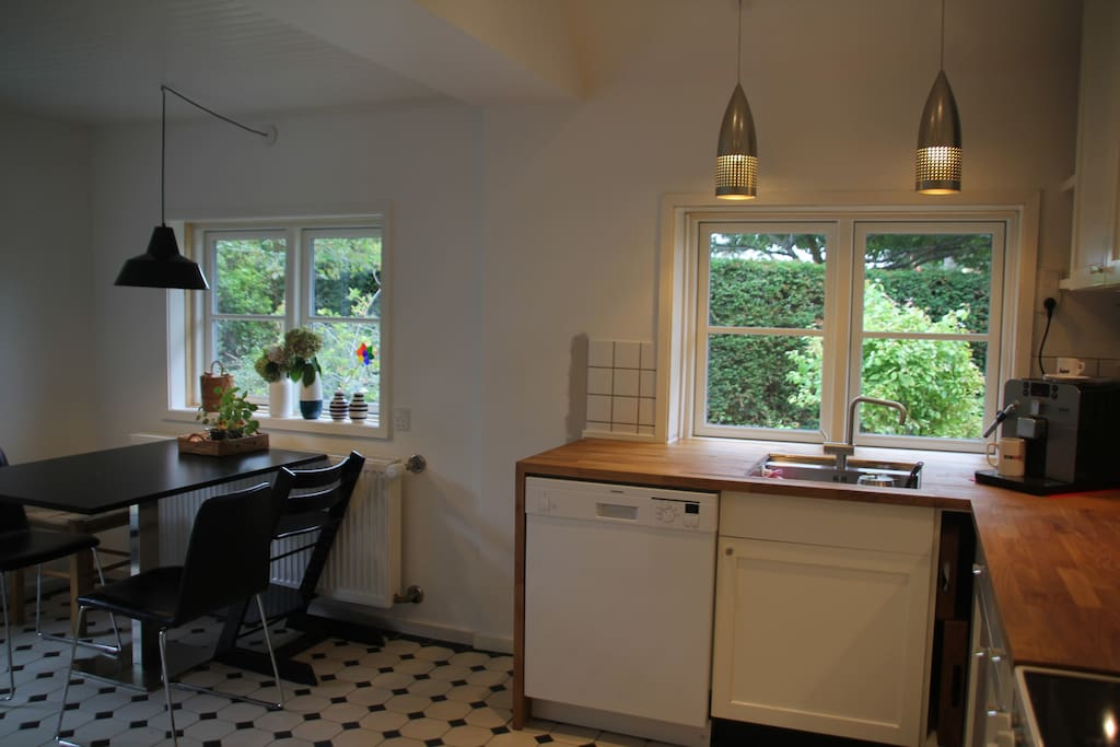 Fully equipped kitchen renovated in 2015