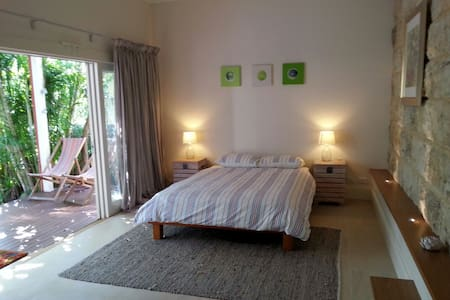 Large separate 1-bedroom suite. - Randwick
