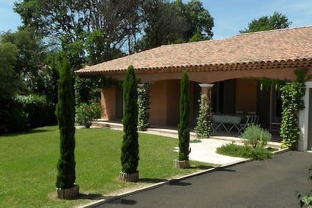 Villa in exclusive residence + pool - Pierrevert