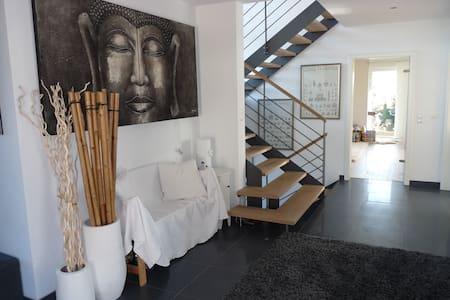 Architektenhaus Alpenblick 2 min A8 - Hus