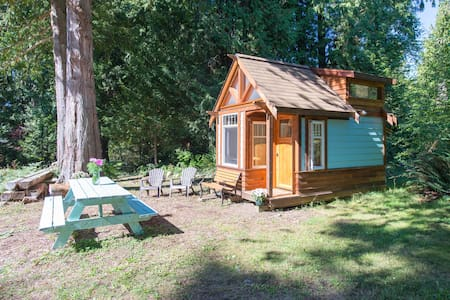 The Micro Cabin in Roberts Creek