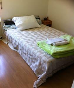 simple chambre dans un appartement - Daire