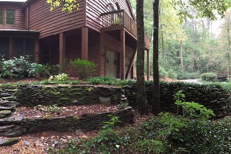 Unique, Wooded Cabin w/ Private Two Bedroom Suite - Sandy Springs - Cabin