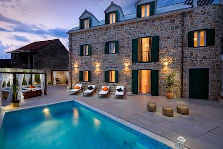 Luxury Villa INFINITY with pool - Villa