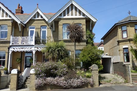 Boniface Lodge, spacious Edwardian holiday villa. - Shanklin - Maison
