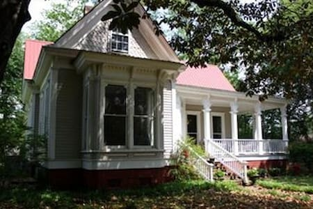 Historical Home with Southern Charm - Sardis - House