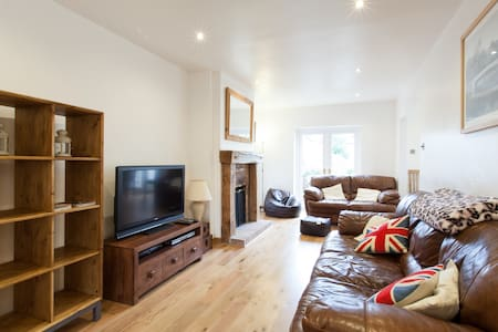 Lovely 3 Bed House in Wells - Wells - House