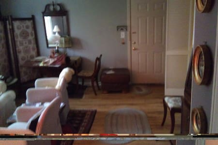 Vintage furnished across from park - Cherry Hill - Lägenhet