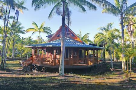 Moku: a romantic Polynesian, bamboo home - Casa