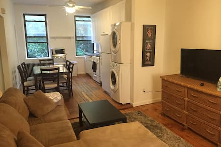 Comfortable and spacious two bedroom retreat in the heart of Park Slope, Brooklyn. Experience the neighborhood's charm firsthand with it's unique parks, restaurants, boutiques and more.