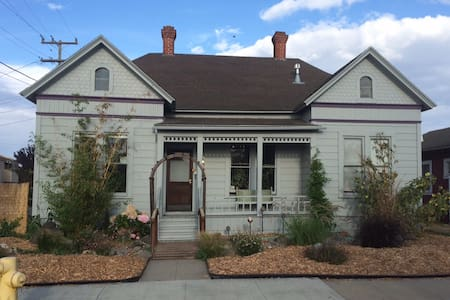 Victorian Farmhouse Downtown - Salinas - House