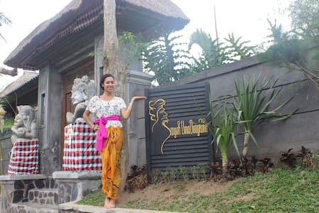 The villa is located in the Sangeh village, 35 minutes from Central Ubud and 45 minutes from the famous Tegallalang rice fields. A few minutes' walk brings you to the borders of the magnificent Sangeh monkey forest and Sangeh rice fields