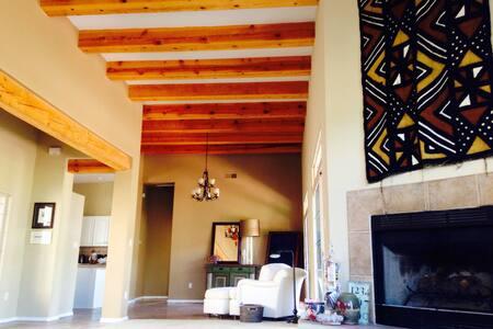2 bedrooms, 1.5 bath, quiet space. - Santa Fe - House