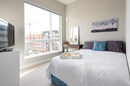 Luxurious New Top Floor Apartment - North Vancouver - Lejlighed