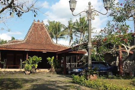 Traditional Joglo w Garden &Pool 2B - Rumah