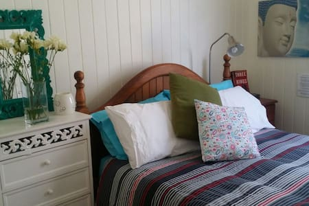 Lovely room in cute Queenslander - Casa