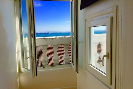 •LISBON ROOM WITH SEA VIEW (BAIXA)