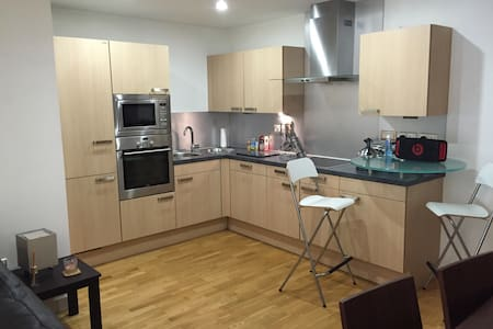 Modern 1 bed Apartment City Centre.