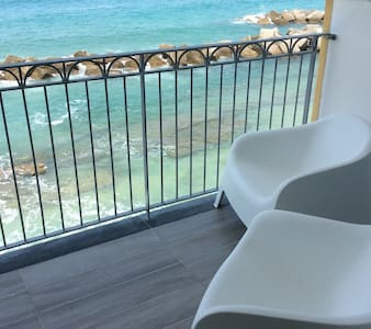 La terrazza sul mare a 10 metri dalla spiaggia - Apartment
