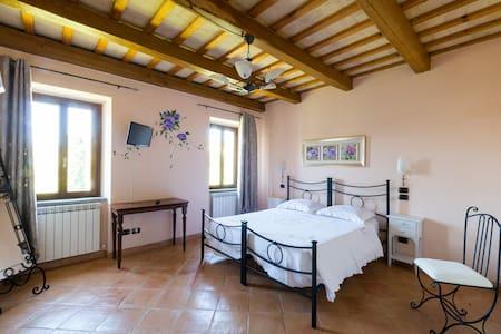 Camera TRAMONTO con bagno in B&B - Santa Vittoria In Matenano