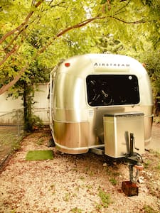 Travis Heights Airstream - Karavan
