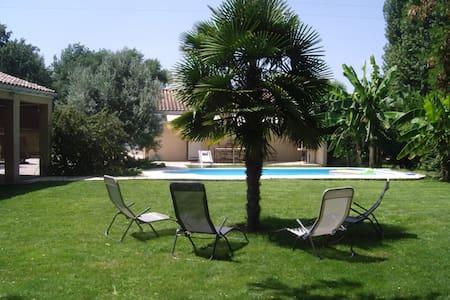 maisonnette avec piscine - Haus