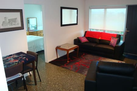 Downstairs self-contained apartment - Hokitika - Bed & Breakfast