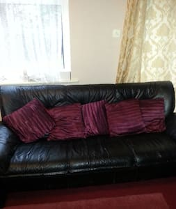 Lovely room in Manchester city - House