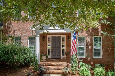 Exceptional Elon Nature Brick Home - Gibsonville - Rumah