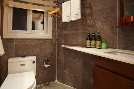 独立别墅中涵盖不同装修风格的【特色木屋房】内含独立卫生间和1.8米大床 - 厦門 (Xiamen) - 別荘