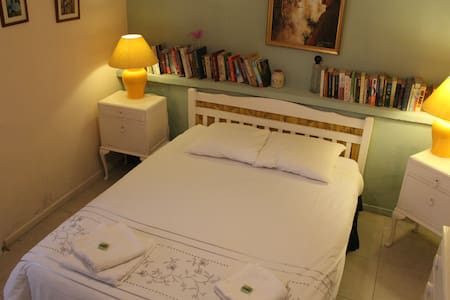 Comfortable, quiet room, with private bathroom, opens onto our garden overlooking a stream. Free wifi. Five minute walk into our 12th century town.  Family atmosphere.  Visit local wineries, medieval  villages, lakes, gorges, 30 minutes from the sea.