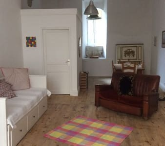 Beautiful airy, town centre studio. - Apartment
