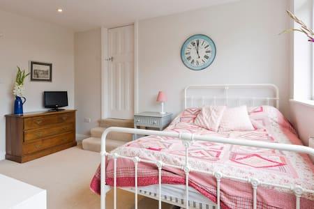 En-suite Double Room in Twickenham - Hus
