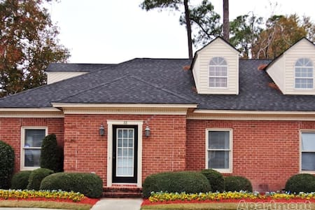 Warm Home with Space to Relax - Statesboro - Townhouse