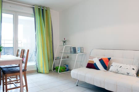 Welcome to Montpellier !  T2 apartment of 43 m2 in new residence with spacious terrace . Close to the Faculties , and conveniently located 20 minutes from the sea and the Gorges de l' Hérault .