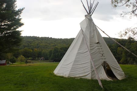 Hilltop Tipi with Beautiful View - Tenda Indígena