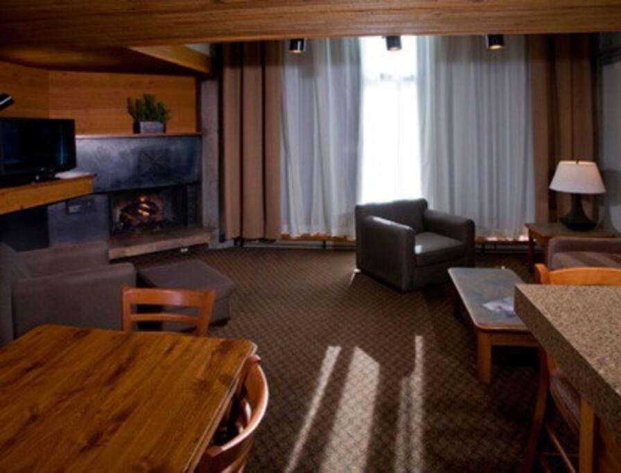 Cozy Lofted Iron Blosam Suite