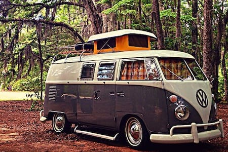 """""""Penny Lane"""", cozy '65 VW Bus for 2"""