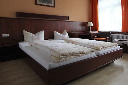 Pension Villa-Merz - Bad Elster - Bed & Breakfast